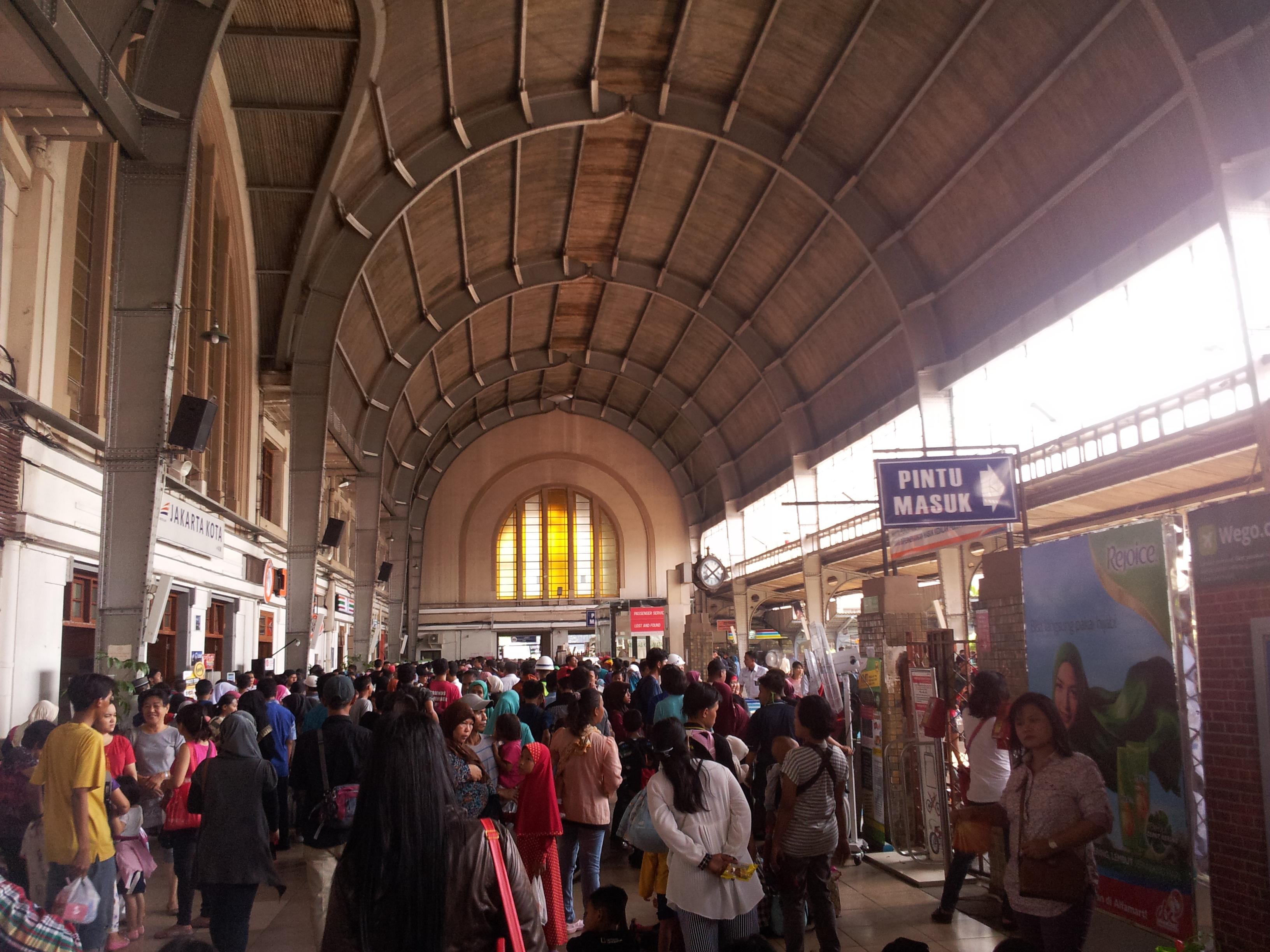 Wonderful Indonesia| Jakarta – Zug | Jakarta – Train